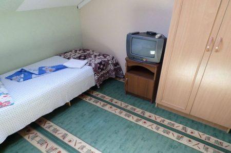 Гостевой дом Уютная Витязево 3-х мест мансарда (2)