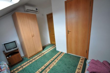 Гостевой дом Уютная Витязево 3-х мест мансарда (4)